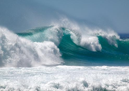 wave-picture-id475092130?k=6&m=475092130