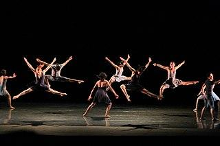 320px-Dancers_leaping.jpg