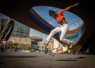 320px-Lenna_skates_in_front_of_the_Barcl