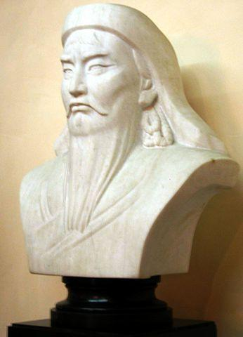 346px-Bust_of_Genghis_Khan_in_Mongolia.j